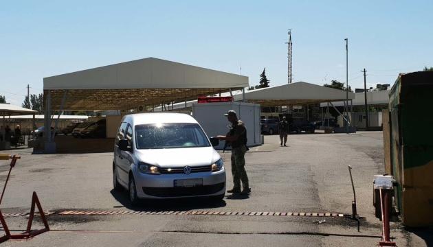У пунктах пропуску на Донбасі застрягли 180 авто