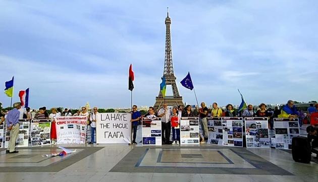 Трагедия МН17: В Париже требовали ответственности России за военные преступления