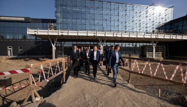 Зеленский назвал дедлайн для строительства терминала в аэропорту
