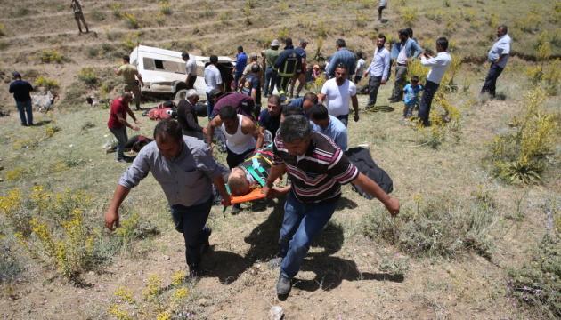 В Турции разбился автобус с мигрантами: 16 погибших