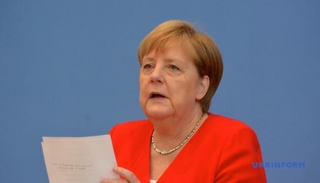 Меркель призывает Иран соблюдать ядерное соглашение