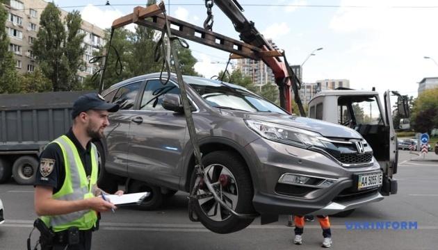 Велика евакуація: як у Києві борються з