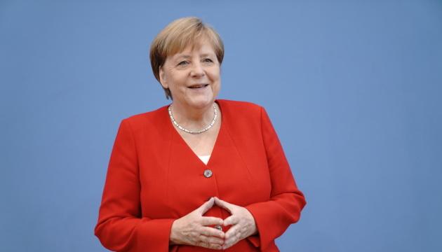 Меркель вбачає в обміні обнадійливий знак