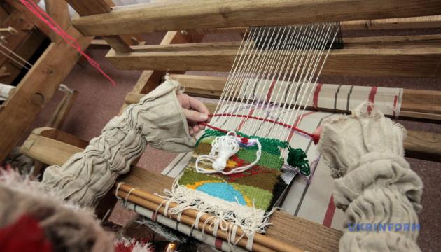 На Вінниччині всіх охочих навчатимуть ткацтва