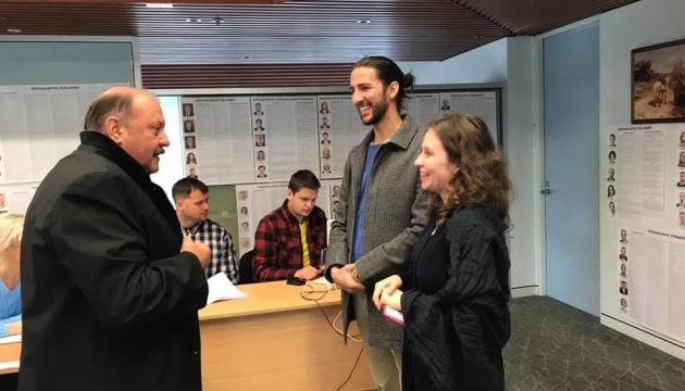 В Австралії вже проголосували 40 українців