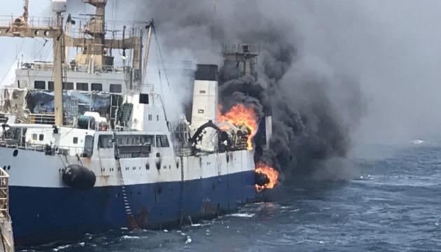 Brand auf ukrainischem Trawler vor Westküste Afrikas, ein Matrose vermisst - Fotos