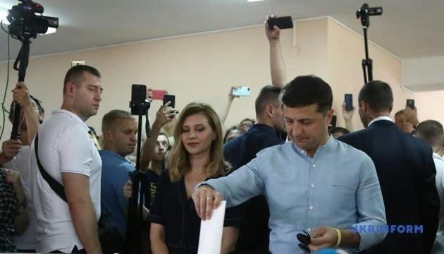 Зеленський разом із дружиною проголосували на Оболоні