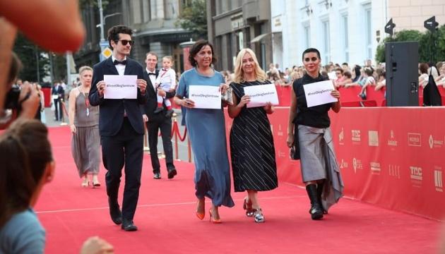 Акцію на підтримку Сенцова провели на червоній доріжці Одеського кінофесту