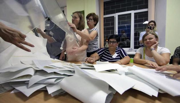 """На Закарпатті ОПОРА зафіксувала масове """"переписування"""" протоколів"""