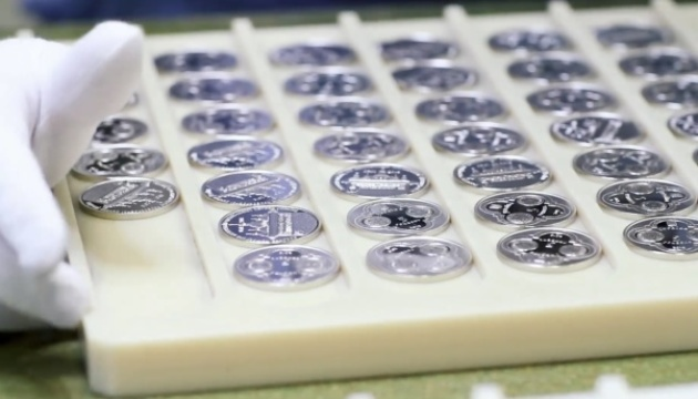 НБУ вводит в обращение полукилограммовую серебряную монету, посвященную Томоса