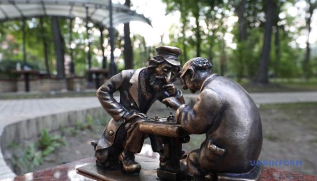 Туристи в Києві можуть поспостерігати за партією мінішахістів