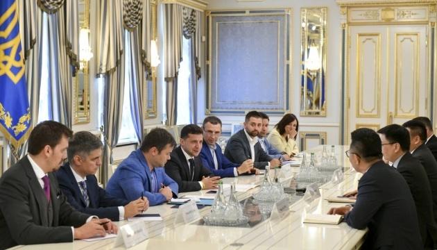 Zelensky se reúne con representantes de los círculos empresariales de China