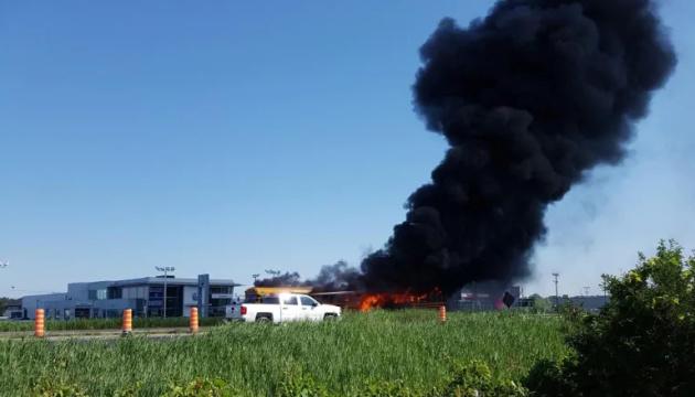 В Канаде два автобуса с детьми попали в аварию и загорелись