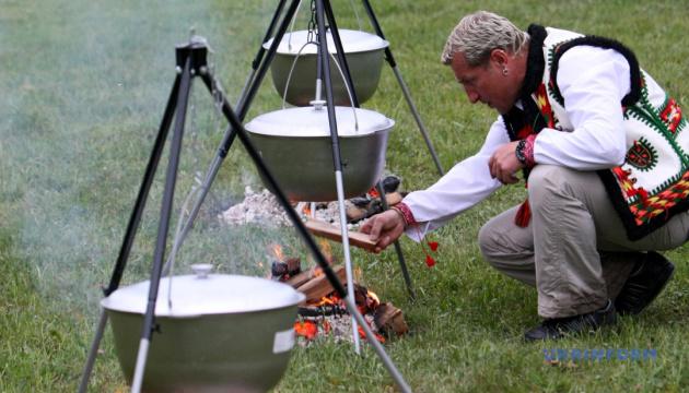 В Яремче туристів пригощатимуть грибною юшкою та «стравою від мера»