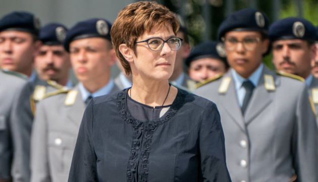 Нова міністр оборони ФРН склала присягу