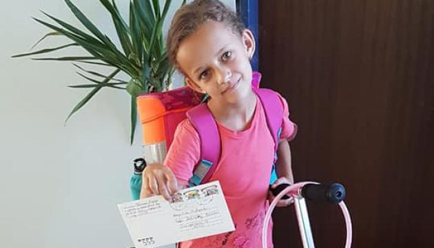 Українська дівчинка у Мюнхені отримала листа від моряка з російського полону