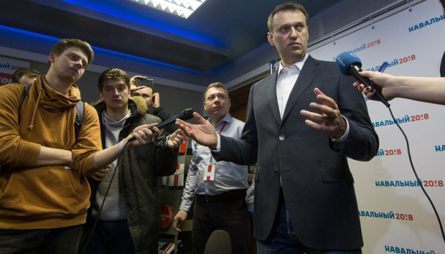 Навальный подает в суд на Пескова из-за заявления о ЦРУ
