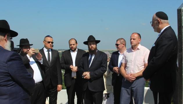 У Чернівцях відкрили пам'ятний знак на місці розстрілу євреїв