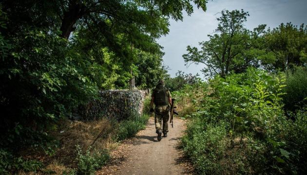 Окупанти зі стрілецької зброї та БМП обстріляли позиції ЗСУ під трьома населеними пунктами