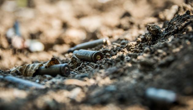 Окупанти пів години обстрілювали Піски та Кримське, поранили бійця