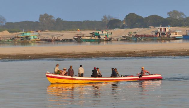 У М'янмі через паводки евакуювали понад дев'ять тисяч родин