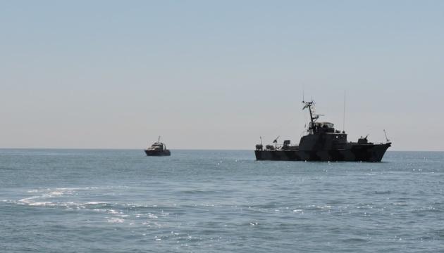 Російські кораблі влаштовують провокації в Азовському морі