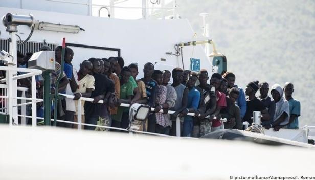 Італія відмовилася прийняти судно з мігрантами