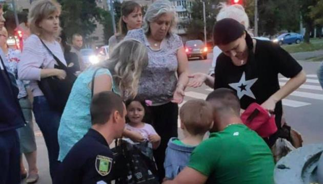 У Харкові поліцейський Prius наїхав на жінку з дитиною