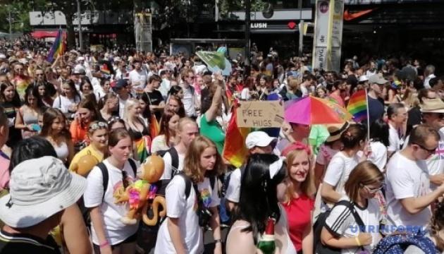 В Берлине проходит традиционный парад ЛГБТ