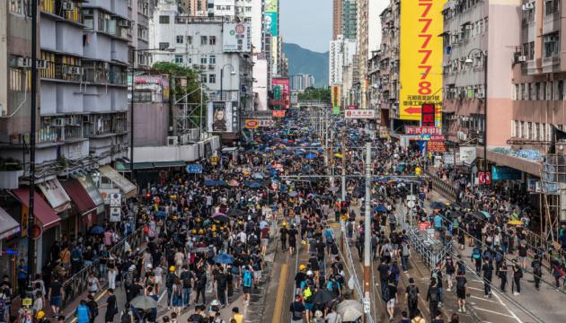 У Гонконзі - знову протести, на вулиці вийшли десятки тисяч учасників