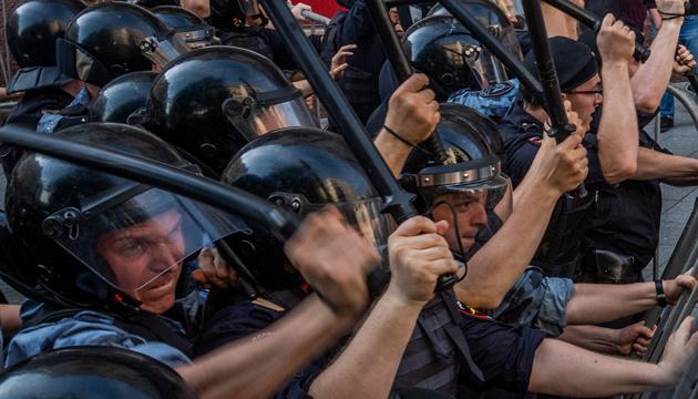Россия быстро превращается в полицейское государство - главы МИД Литвы и Латвии