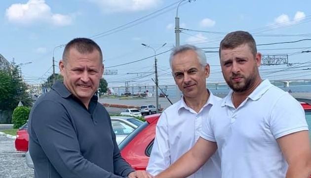Мэр Днипра наградил инспекторов по парковке за попытку эвакуировать его машину