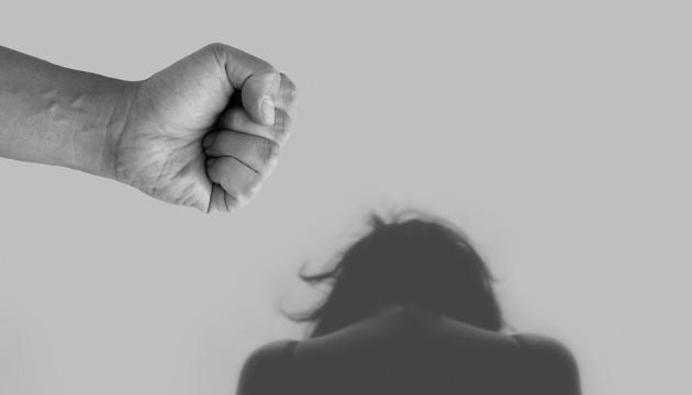 В этом году на домашнее насилие пожаловались вдвое больше людей, чем в 2018 - эксперты