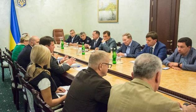 Кучма взяв участь у нараді щодо відбудови мосту в Станиці