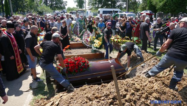 Вірастюка поховали на Алеї слави