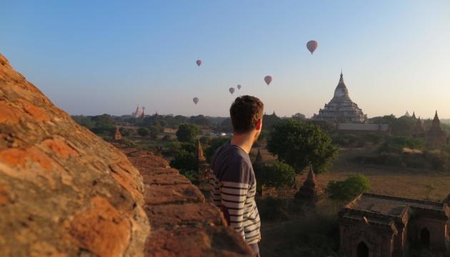 Мьянма запретила туристам подниматься на храмы