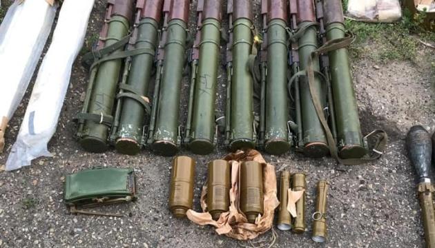 Гранатомети, міни, набої: на Луганщині вилучили схрон боєприпасів