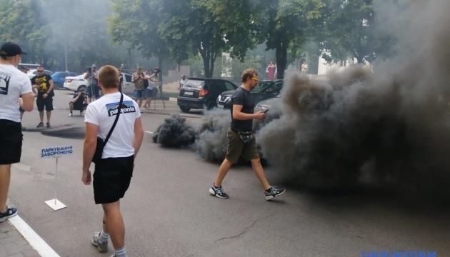 """Поліція назвала хуліганством акцію з петардами руху """"Хто замовив Катю Гандзюк"""""""