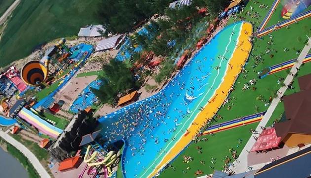 """Через """"цунамі"""" у китайському аквапарку постраждало майже пів сотні людей"""