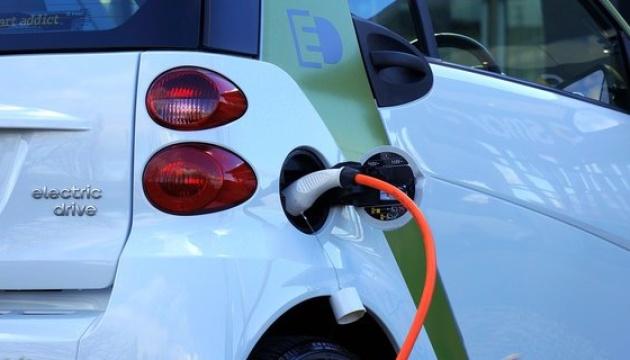 Уряд ФРН заохочує зростання кількості електрокарів на дорогах