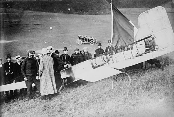 Луї Блеріо після приземлення в Британії, 1909 рік
