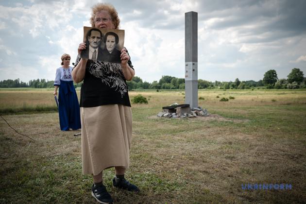 В місті Любар і навколишніх селах (Житомирської область) було розстріляно майже 2000 євреїв. У рамках проекту «Захистимо пам'ять» влітку 2019 р. неподалік від місця вбивства встановлено інформаційну стелу