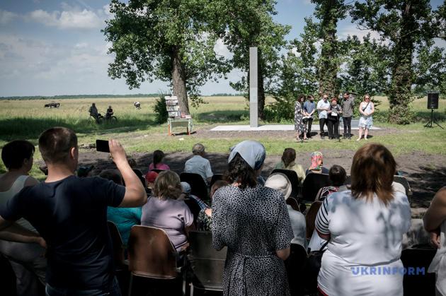 У травні 1942 р. німецькі підрозділи вбили на окраїні села понад 800 єврейських дітей, жінок і чоловіків із Іванополя (до 1946 року Янушполя) та навколишніх сіл тому, що вони були євреями. Через декілька днів німецькі та місцеві поліцейські на території цукрового заводу розстріляли, за різними даними, від 40 до 80 ромів (переважно жінок і дітей, а також декілька старших чоловіків)