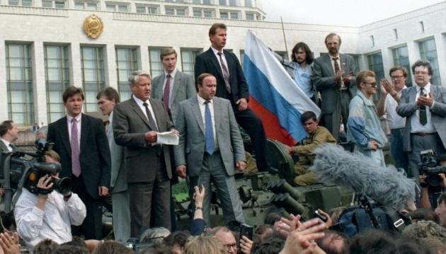 Борис Ельцин на танке
