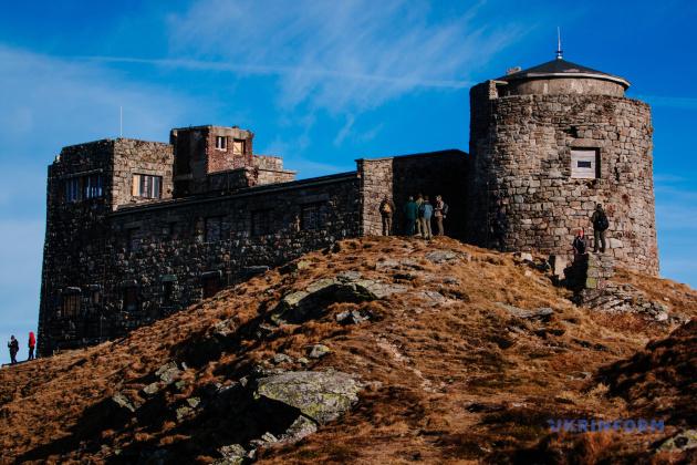Колишня обсерваторія на горі Піп-Іван