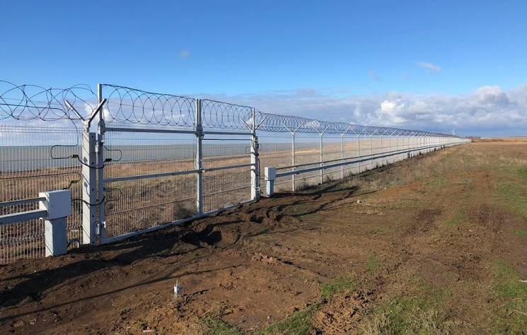 На кордоні з Кримом Росія побудувала стіну