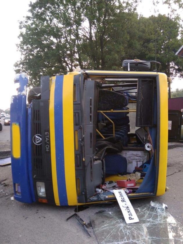 1566983906 385 - На Закарпатті автобус зіткнувся з іномаркою, десятеро постраждалих