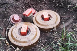 В Донецкой области двое оккупантов подорвались на собственных минах