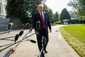 Трамп висміяв свого прихильника через зайву вагу