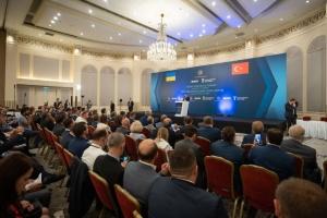 Украина проведет земельную реформу до конца года - Зеленский